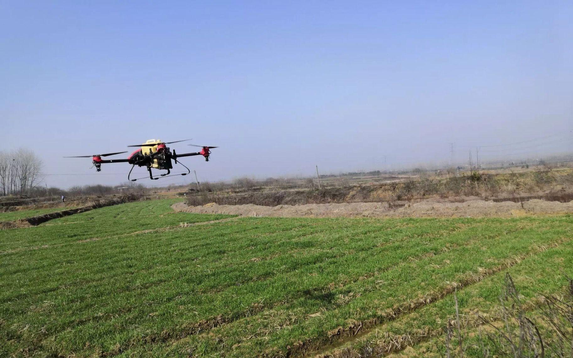 2分钟搞定1亩地 安徽飞手为村民无偿喷洒700亩麦田图片