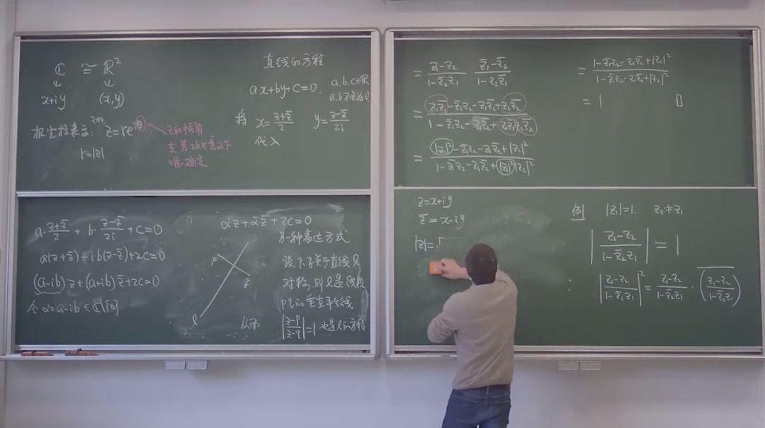 """让""""学生看得明白"""",复旦数学教授在空荡的教室录制课程板书图片"""