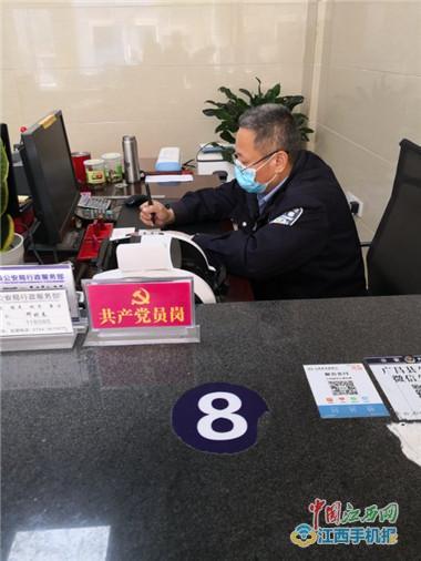 """广昌县公安局:设立""""党员先锋岗""""提升窗口服务质效(图)"""