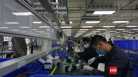 """政府、院校和企业三方协力 """"崇州造""""普通民用防护口罩机正式投入市场"""