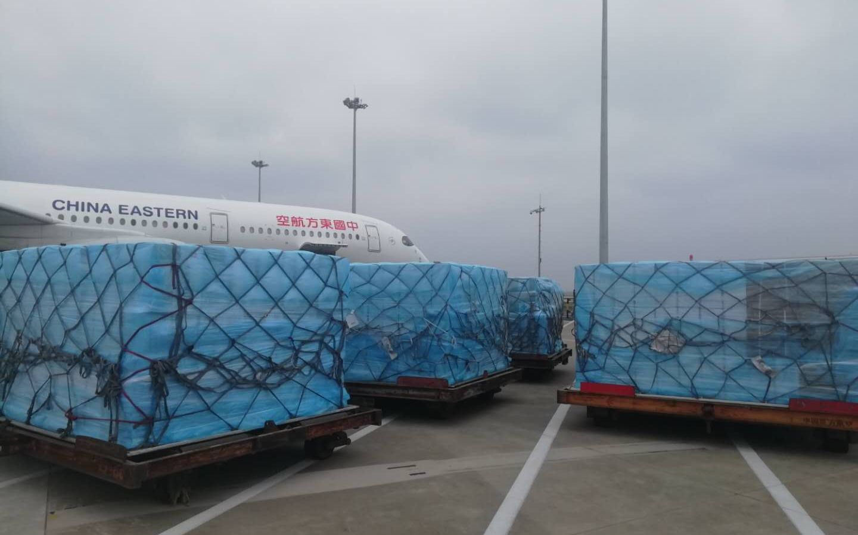 中国首班援外防疫专家组包机起飞,同时搭载9吨抗疫物资图片