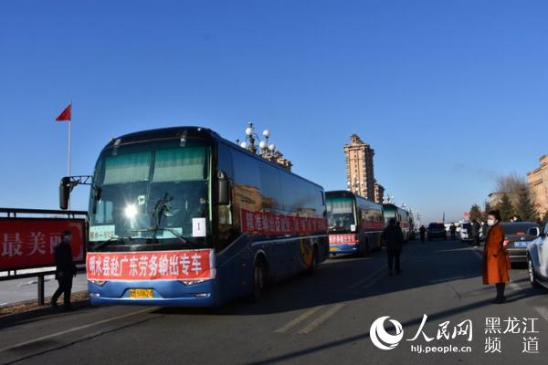 """黑龙江省""""点对点""""务工队伍再出发 明水县农民工坐""""包机""""去广东"""