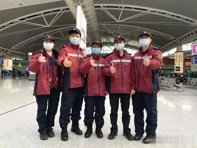 广东省职防院第二批援鄂医疗队员合影,左二系王烁