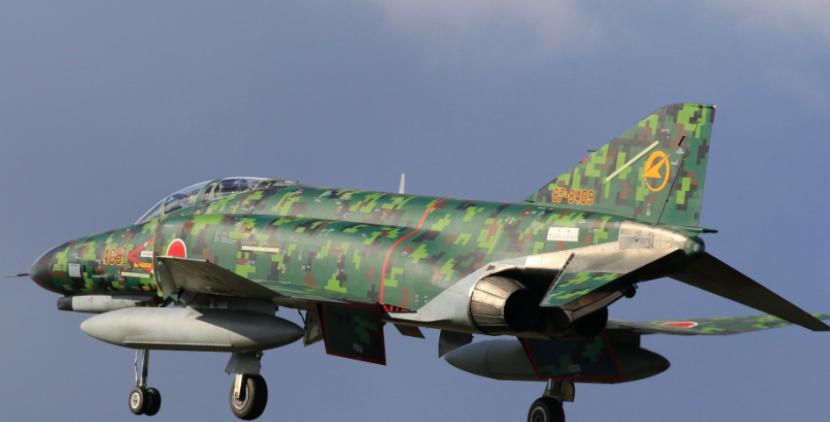 日本使用林地数码迷彩的F-4战斗机