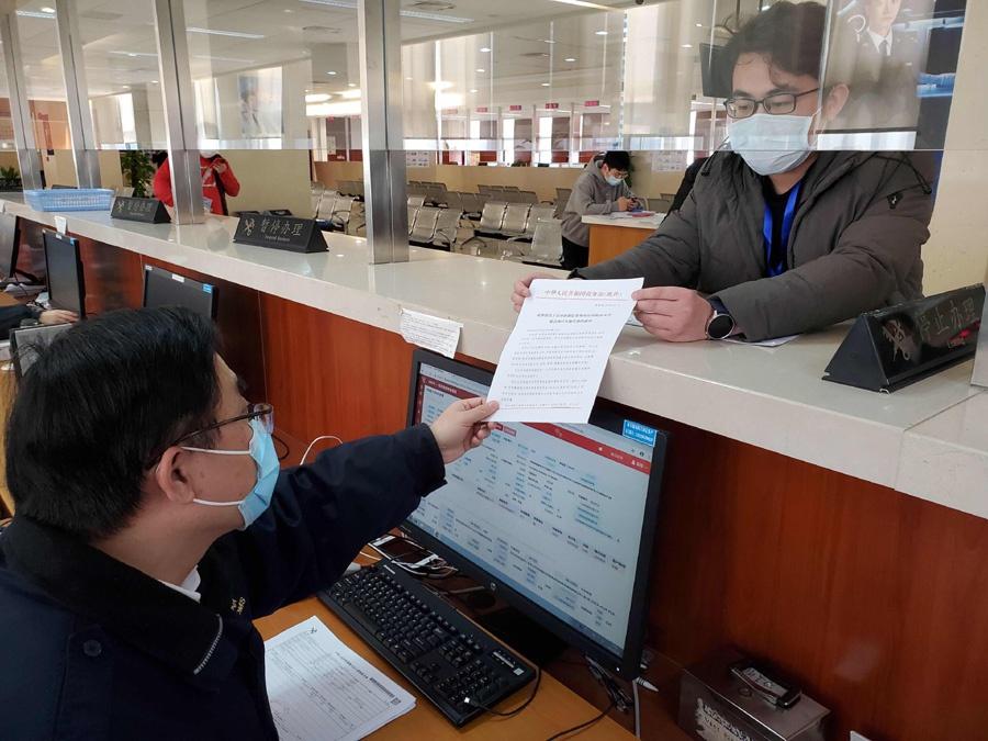 中国63吨灭蝗农药驰援巴基斯坦,上海海关出了一份力图片