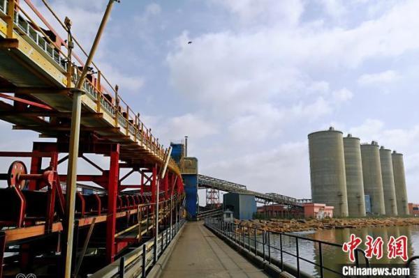 中企中标巴基斯坦项目 在跨海引桥上铺设皮带机输送线