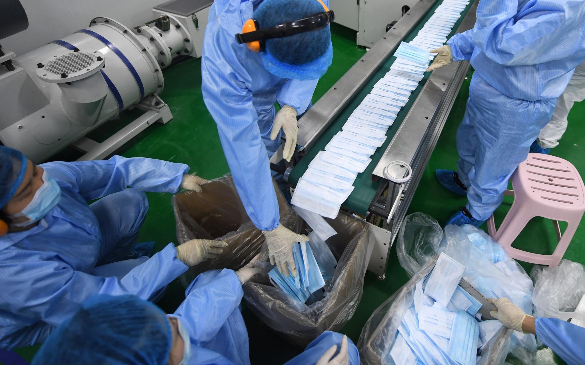 国内首台高速口罩生产设备在北京试产,每分钟500只图片