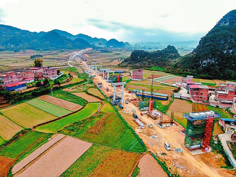 ▲柳州经合山至南宁高速公路项目长岭大桥复工 (广西交通投资集团供图)