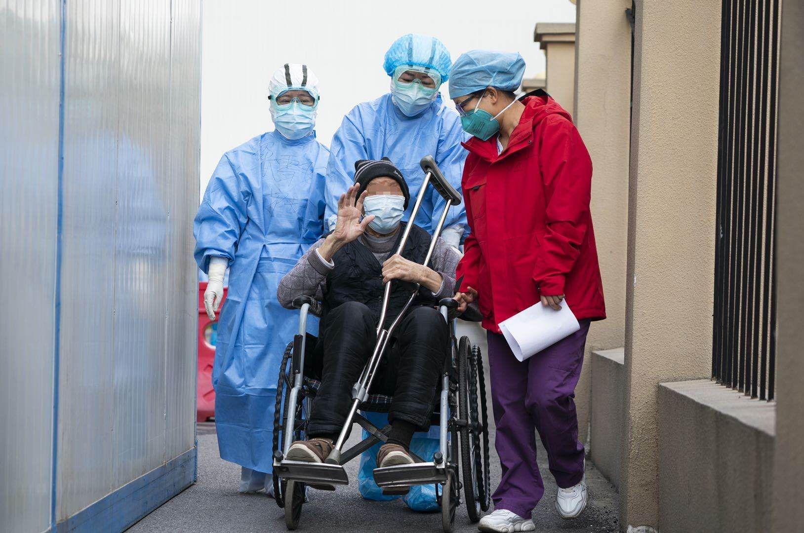 91岁高龄新冠患者出院 曾自拔针头放弃求生图片