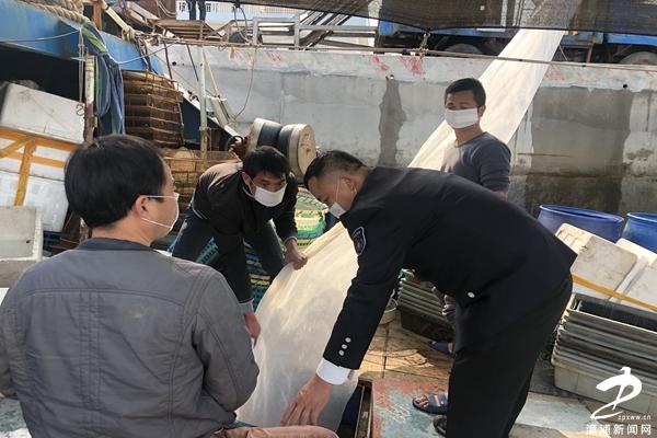 漳浦县海洋与渔业执法大队佛昙中队助力水产养殖业复工复产