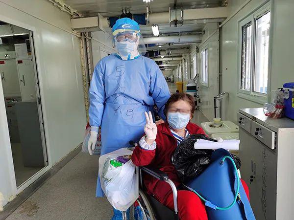 独家画面!记者跟拍火神山血浆输注治疗全过程……