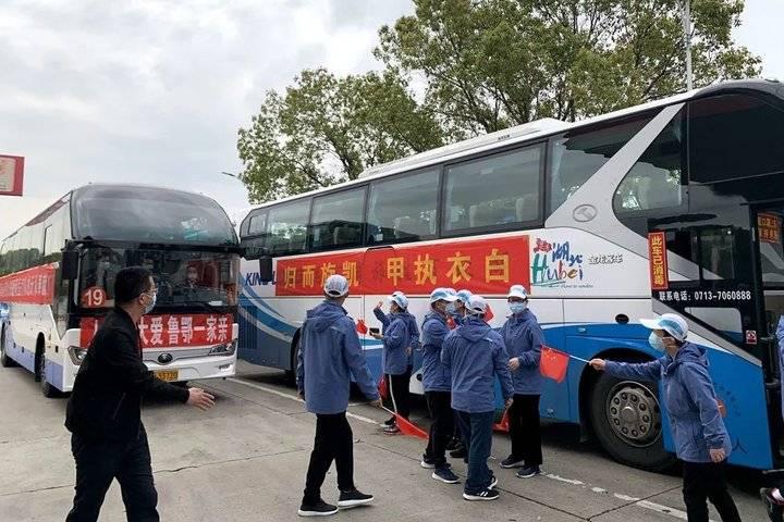 说好的不哭,可还是看哭了,滨州49名英雄凯旋归来,春意盎然!