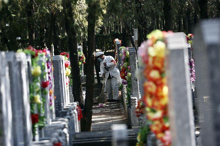 预约祭扫开放首日 北京1.6万余人现场扫墓|组图图片