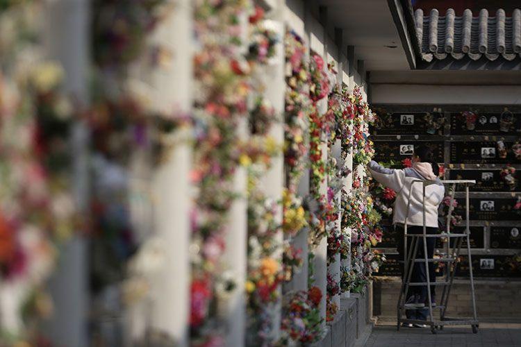 八宝山革命公墓清明祭扫迎首日预约市民 预约人数仅三成图片