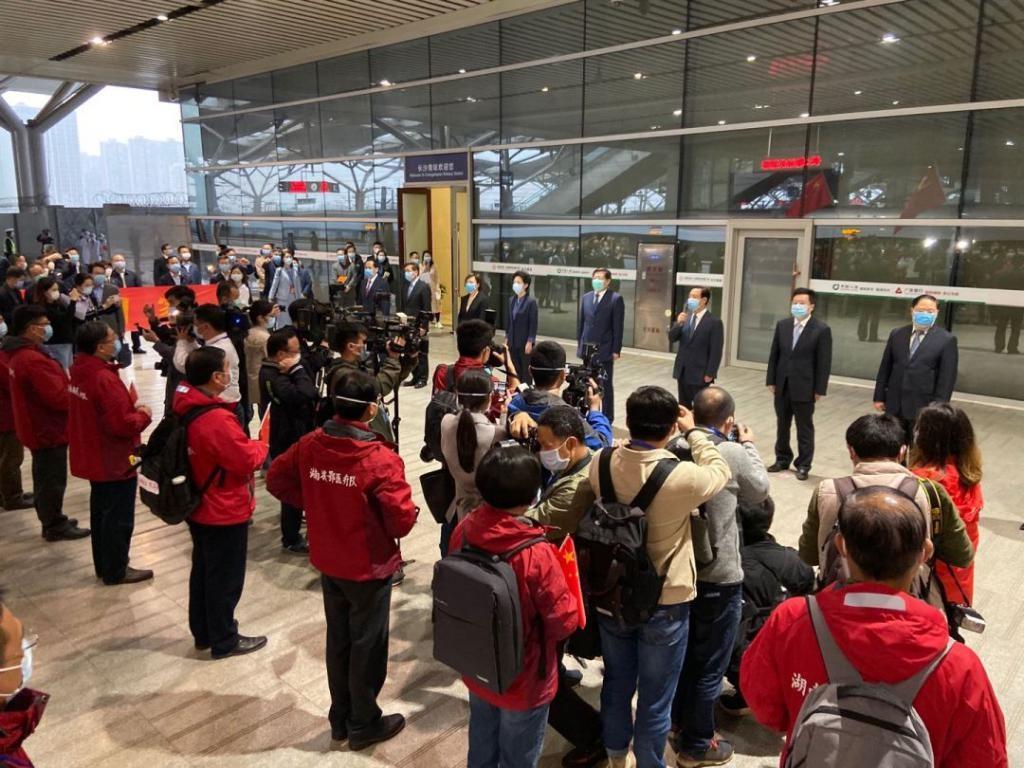 湖南省支援湖北武汉、黄冈医疗队凯旋,杜家毫许达哲到站迎接