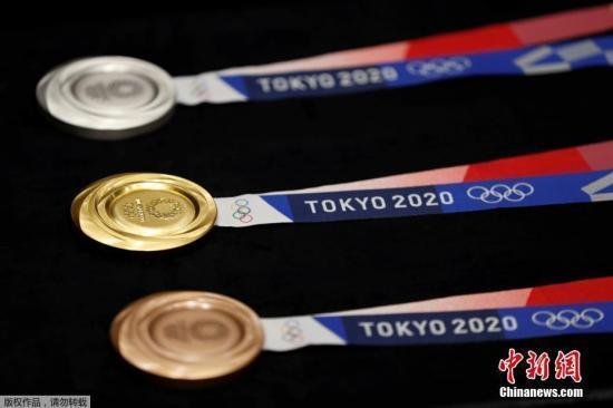 资料图:东京奥运会奖牌亮相。