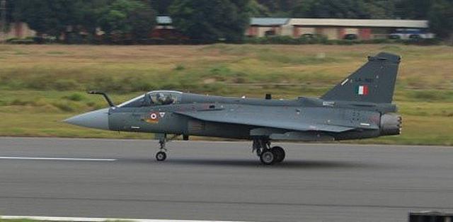 """印度完全版LCA战机首飞 能比肩""""枭龙""""吗?"""