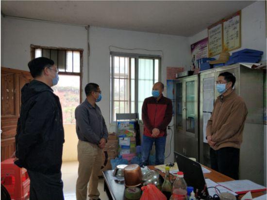 卢意文到藤县贫困村检查指导新冠肺炎疫情防控工作