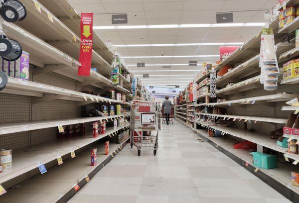 2020年3月17日,美国旧金山湾区米尔布雷市一家超市,货架上的货物所剩无几。 新华社 图