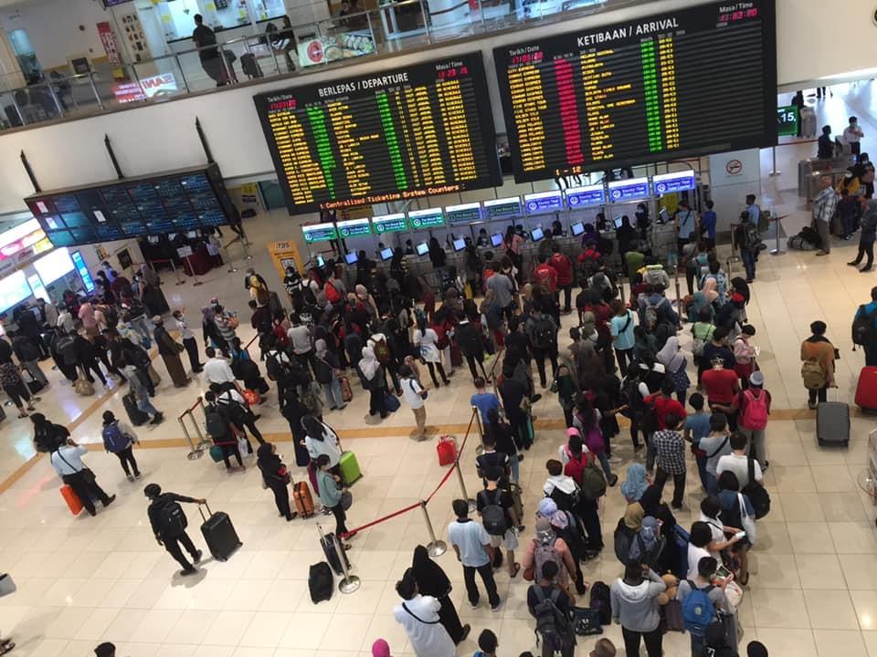 行动管制令发布后民众急忙买票回乡