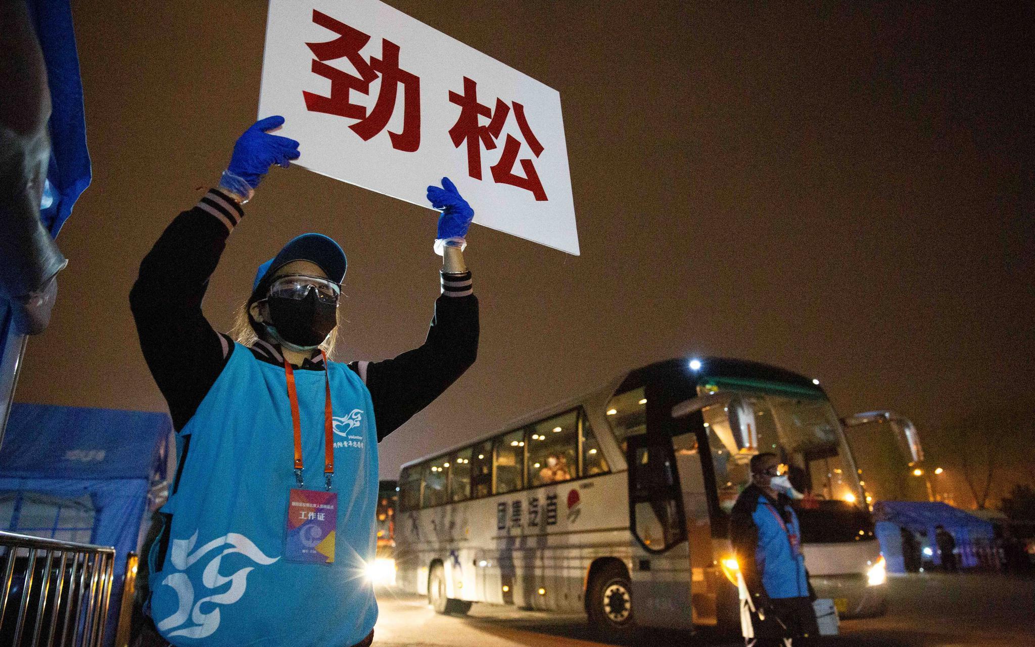 首批湖北返京人员抵达朝阳,记者探访转运中心图片