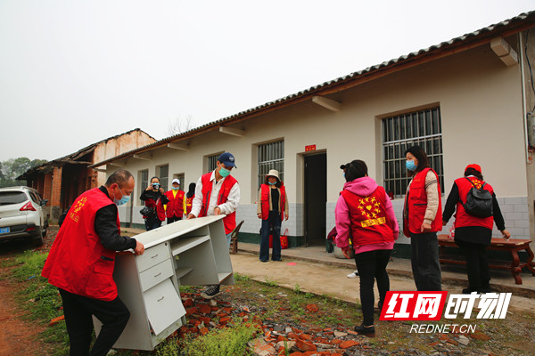 桃源县:一群红马甲 帮助搬新家