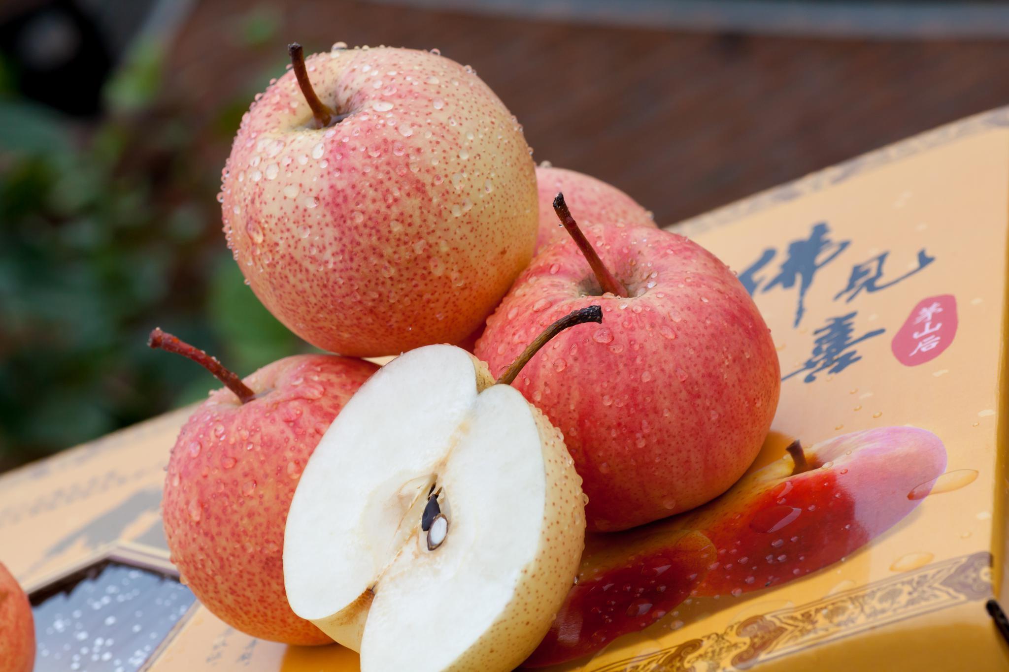 这些水果都放飞自我了?忍了草莓和橘子,这个苹果..._手机网易网