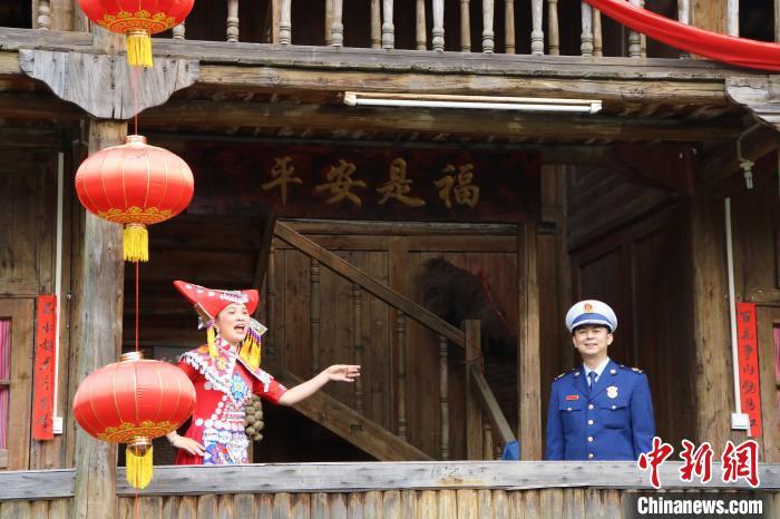 广西桂林创新消防宣传方式 云上