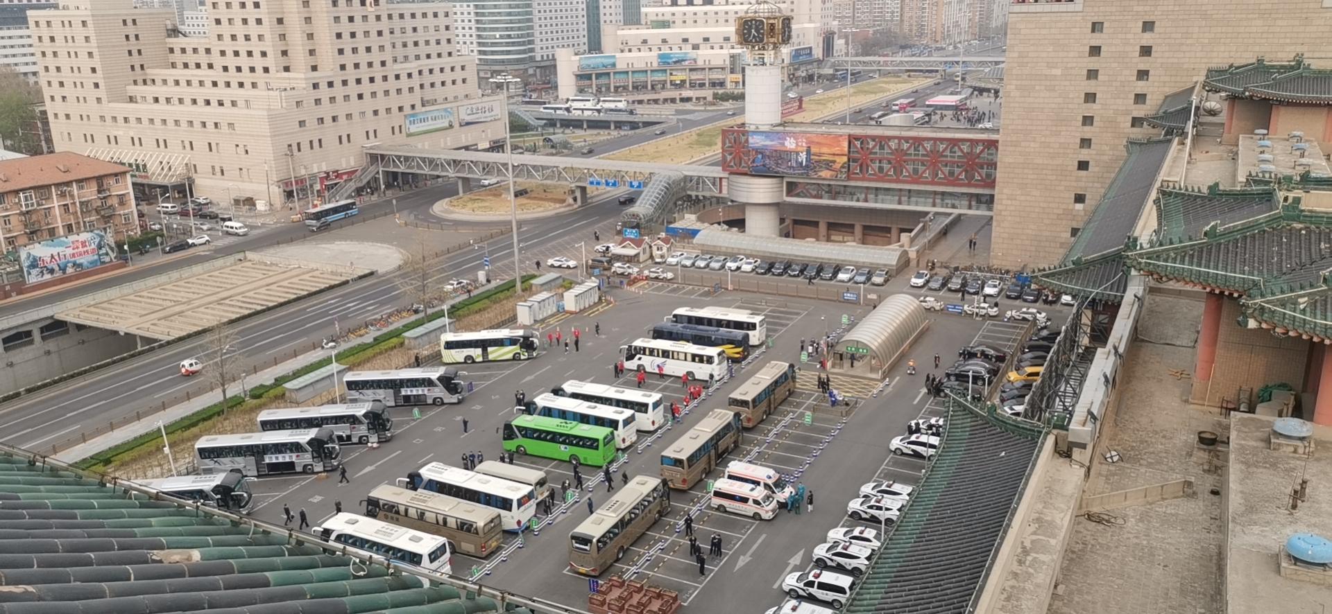 首批滞留湖北人员即将乘火车抵京,西站P2停车场已清空图片