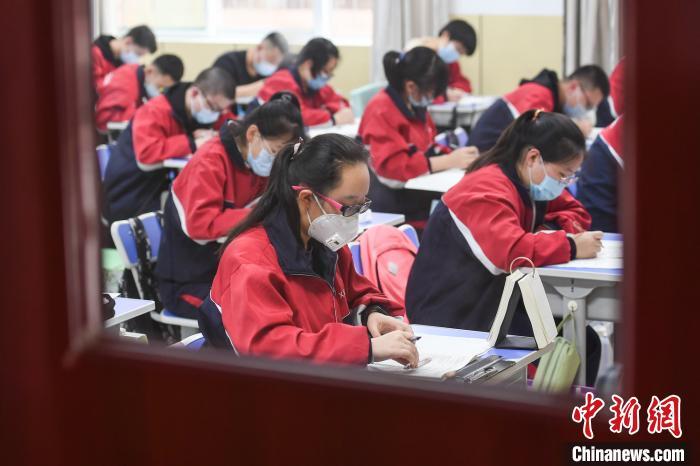3月25日,山西高三年级按照统一部署如期开学。 武俊杰 摄
