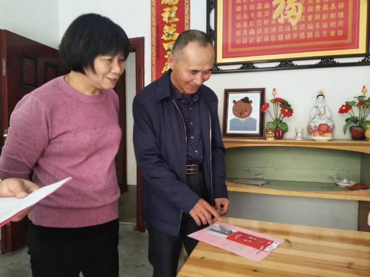 柯城区花园街道上洋村村民收到公筷公勺。受访者供图