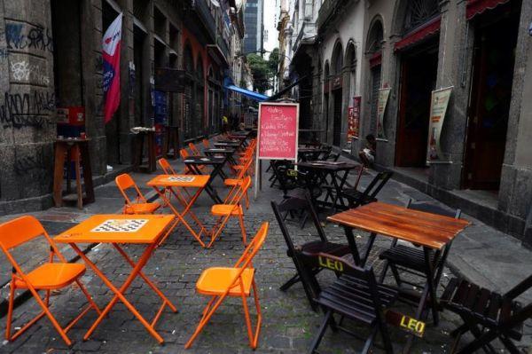 资料图片:受疫情影响而空无一人的里约热内卢街头。(路透社)