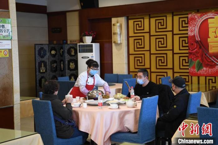 兰州7000家餐厅恢复堂食:老字号受青睐 公筷成标配图片