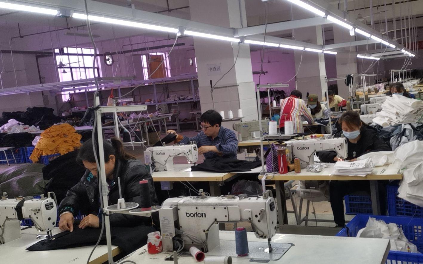 湖南桑植县24家扶贫工厂复工 解决当地贫困户收入问题图片
