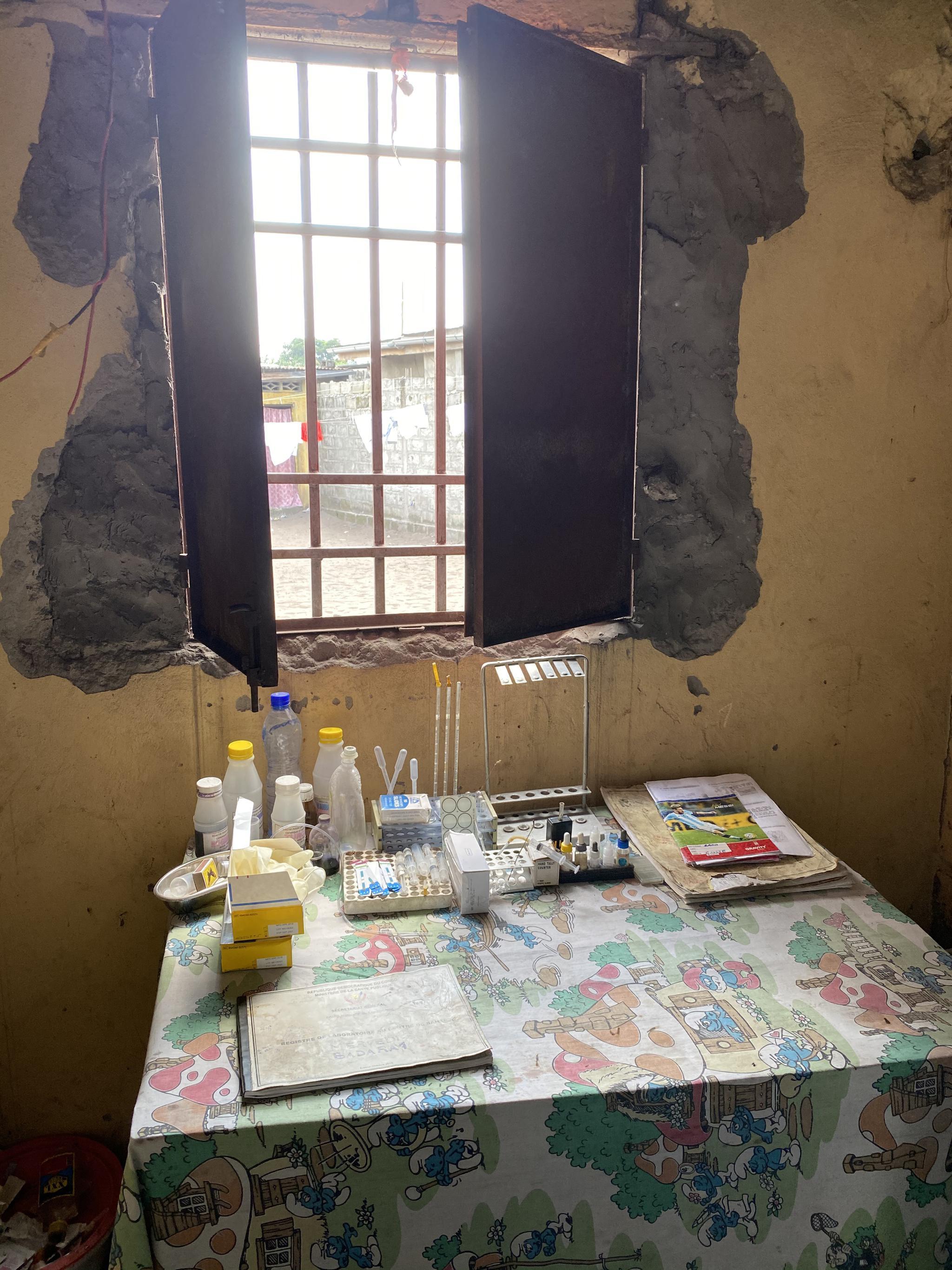 一个社区门诊里面的疟疾诊断实验室 本文图片均为受访者供图