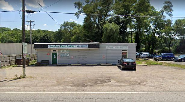 美国成人精品店伪装成汽车服务站被强行关闭,警方:不是必需品