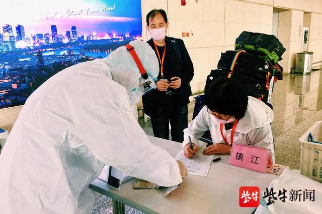 8名同志,24小时接单! 镇江南京专班安全高效转运入境旅客67人