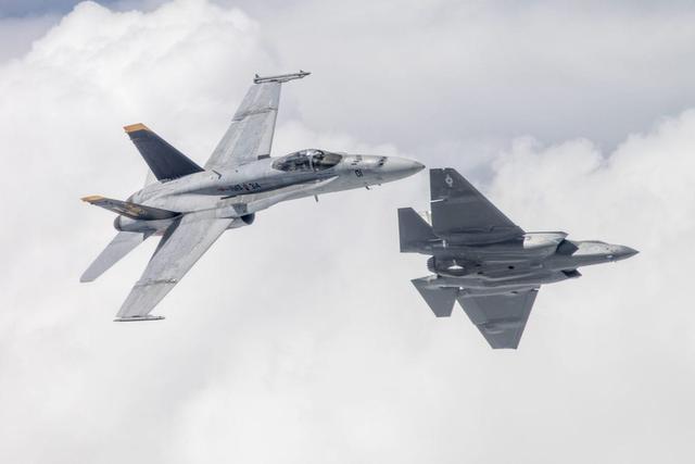 大洋彼岸传来坏消息,美军又一个F35C中队独立运行,歼15迎来劲敌