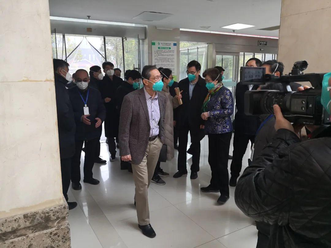 钟南山1月19日到达武汉调研图片来源:人民日报