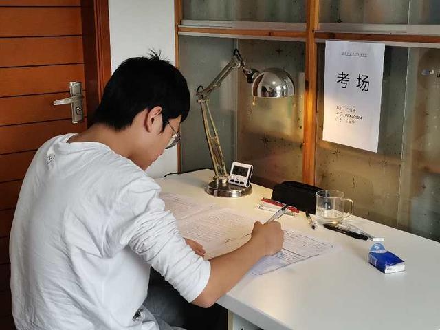 """广州全市""""高三阶段训练"""":家长化身监考员,学生校内横向比较参考"""