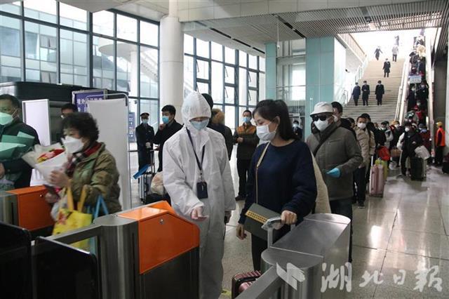 武汉恢复到站首日:260多趟列车