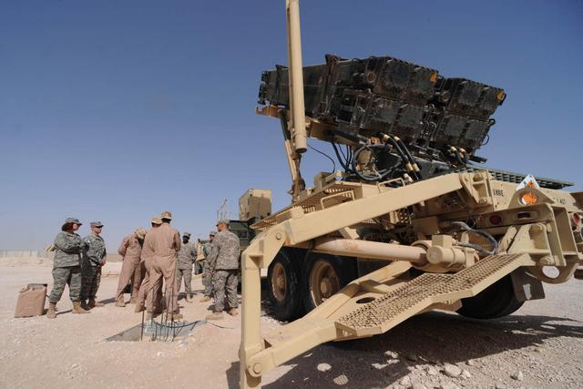 深夜战斗再次打响!弹道导弹从天而降,沙特利雅得传来阵阵爆炸声