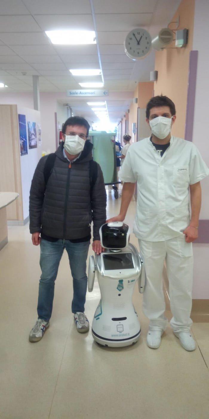 机器人登场!意大利医院使用机器人护理新冠肺炎病人