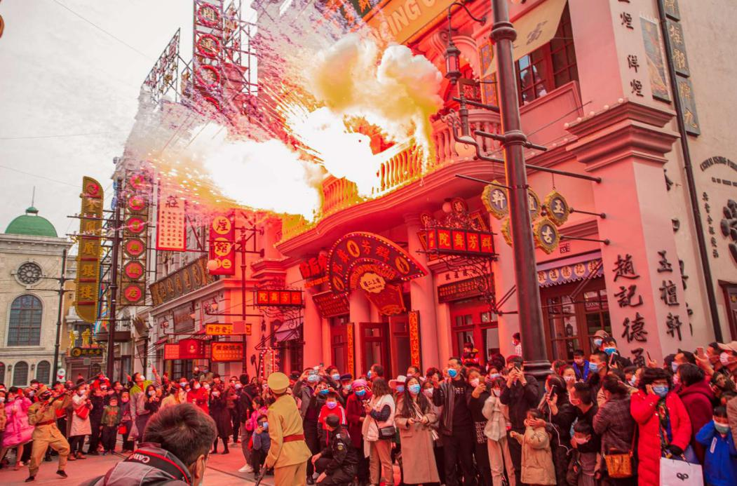 建业·华谊兄弟电影小镇开园迎客 实行游客限流制度