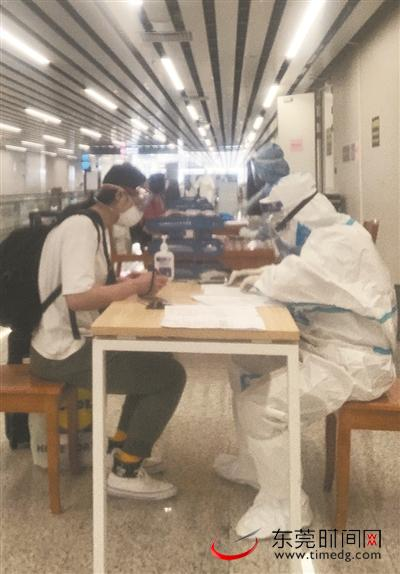 """东莞30名""""白衣天使""""驰援广州白云机场,队员们讲述工作中的那些事"""