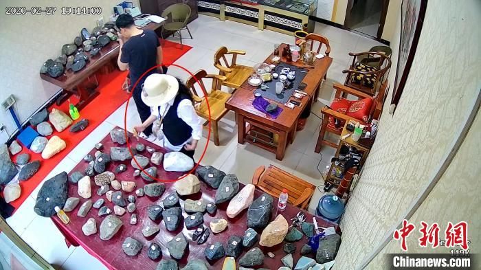 女子连续盗窃玉石及毛料60件被捕 案值近百万