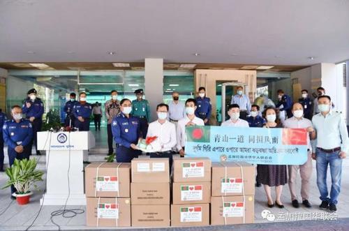 孟加拉华联会向孟加拉国警察总部捐赠抗疫急需物资
