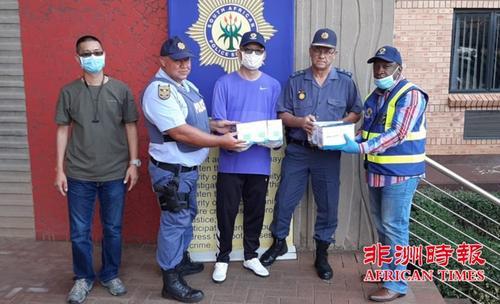 南非华人警民合作中心向各警察部门捐赠防疫口罩