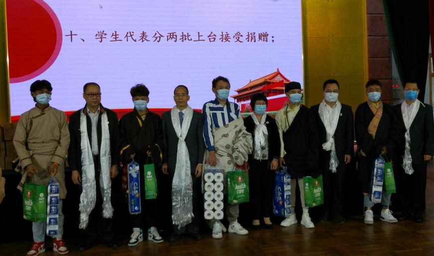 江门10家爱心公司向江门幼师西藏班学生捐赠生活用品