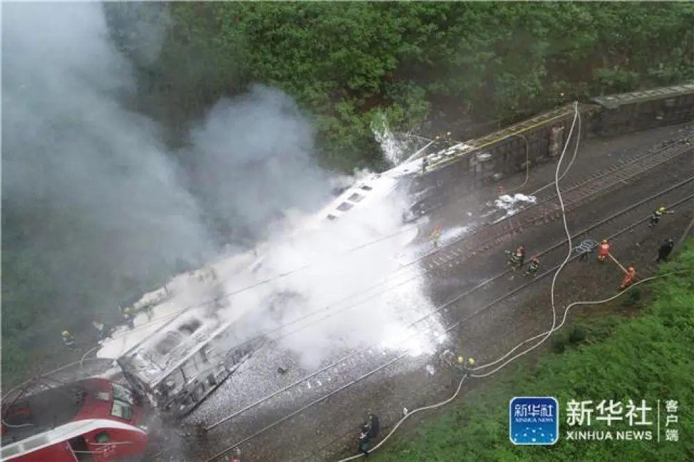 最新:湖南火车脱轨侧翻事故伤亡人数公布
